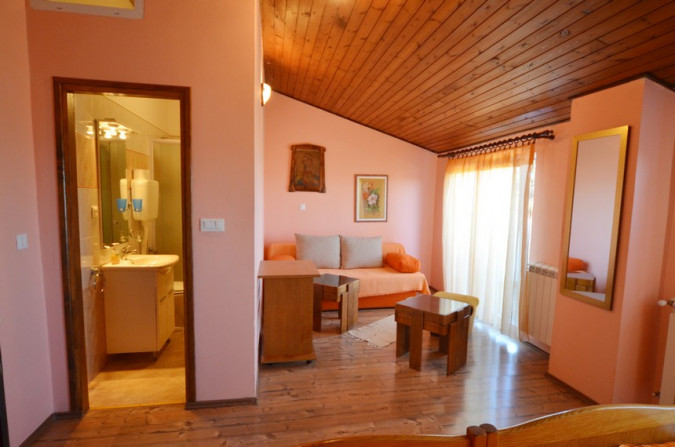Sini, Nautilus Travel Agency Rovinj